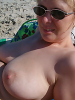 Naked bodies and tits of real nudist BBWs - Chubby Naturists